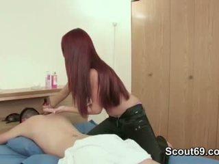 Step-sister menggoda saudara kepada fuck beliau dengan urut
