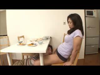 Japońskie krok mama z nie majteczek