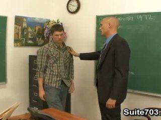 Homo opettaja troy helvetin opiskelija william kova