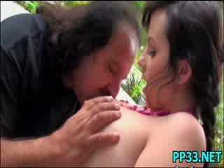 Солодка гарненька краля є addicted для великий означати cocks
