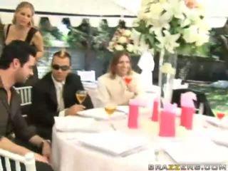 Un sposa gets scopata da unknown guest