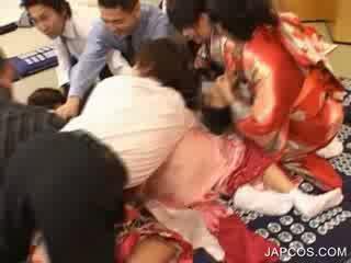 اليابانية geisha gets فم fingered