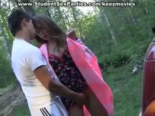 Εφηβική ηλικία σεξ σε ο αμάξι επί ένα picnic