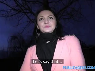 Publicagent svart haired babe fucks til få fake modelling kontrakt