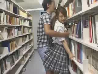 สาวๆ สาวๆ used ใน the โรงเรียน ห้องสมุด