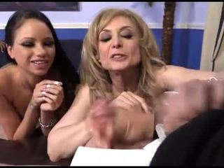 Raven bay och nina hartley interracial hanrejen kul