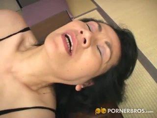 Porner premium: zralý asijské píča gets toyed s a vibrátor