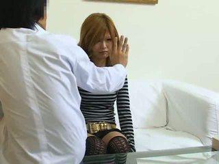 Υπνωτισμένος/η ιαπωνικό κορίτσι πατήσαμε