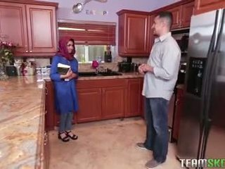 Krūtainas arab pusaudze gets a karstās sperma filling