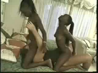 Africa tweelingen geneukt met 1 men