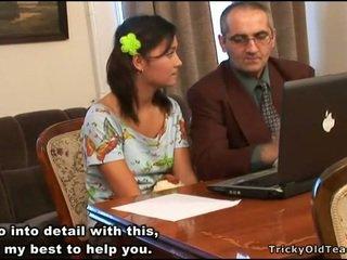 हॉर्नी टीचर seducing टीन