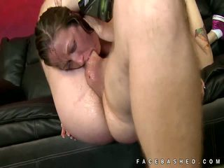 Skinny woman Hailey Young extreme oral