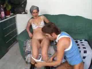 סבתא מזיין חבר בן וידאו