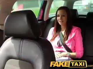 Faketaxi hochschule mädchen mit groß natürlich titten pays sie weg