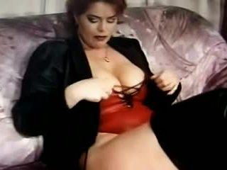 Kira rojo wanking