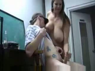 Mama vitrega smucitură fiu penis