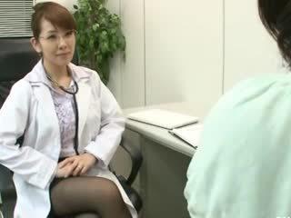 Lesbica gynecologist 2 parte 1