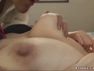 Japonais milf gets fingered et baisée uncensored