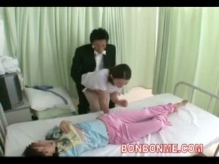 Zdravotní sestra honění v přední na manželka 03