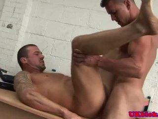 Homofil sportsidioter knulling som en venn watches