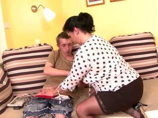 Заборона posh зріла мама спокушати молодий син, порно b5