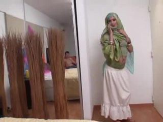 Indisch vrouw rides een vet lul diep in haar mond