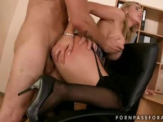 Bawdy seksuālā boobed tanya tate gets viņai mute jizzed tikko tāpat viņa asked par