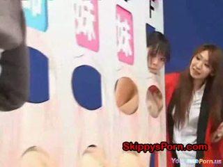 Padre licks su hija en gameshow
