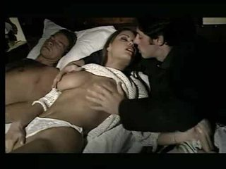 נפלאה בייב being assaulted ב מיטה וידאו