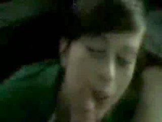 Мила підліток gives a хороший мінет і gets a величезний кінчання на обличчя відео