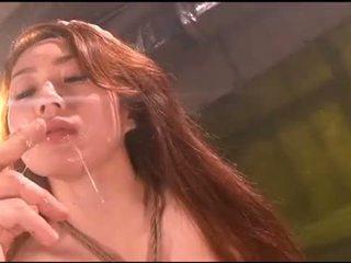 Cô gái buộc vomit puke nôn vomiting nôn
