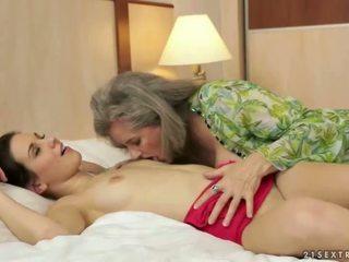 pissing, bà nội, đồng tính nữ