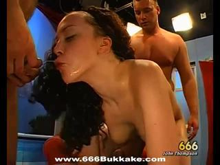 Pissing threesome game