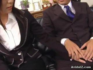 Seksowne sekretarka satomi maeno touches an okropne chuj!
