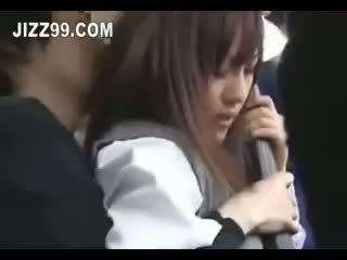 Ιαπωνικό κορίτσι του σχολείου εκσπερμάτιση μέσα πατήσαμε επί λεωφορείο 02