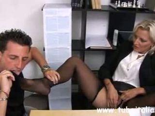 Italiano matura female manager