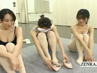 Subtitled enf kuliste ballerinas stark çıplak stripping