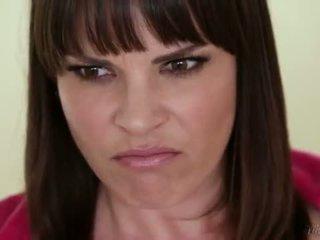 Anne dana dearmond, jade nile ve adriana chechik lezbo tuvalet