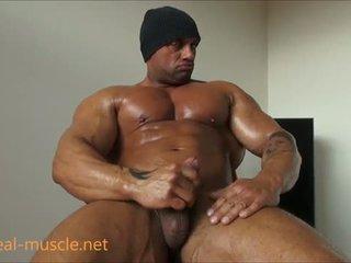 Bifil bodybuilder masturbates