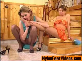 Ninette dhe alice erotik çorape të gjata këmbë skenë
