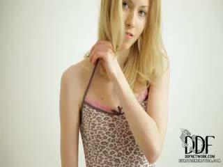 甜 camila strips & seduces