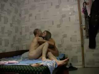 الروسية في سن المراهقة (18 ) حر جنس فيديو