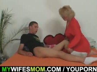 Mother-in-law fucks son fils en droit