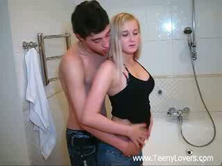 Kvinne lovers i den bath