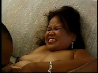 Seksi wanita gemuk cantik dewasa asia sarah works sebuah penis buatan dan gets plowed