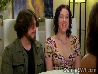 Swinger couples haben ein party outdoors im xxx wirklichkeit zeigen
