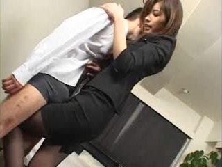 Japonská strapon schoolgirls 2