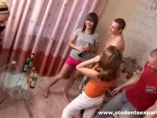 Guys drill blonde et alimentation son avec foutre vidéo
