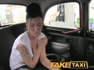 Faketaxi yo corrida en su culo en la espalda de mi taxi