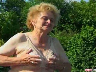 Grandmas 熱 如 一 firecracker